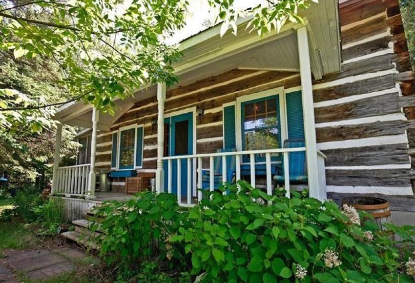 Maisons en bois rond et bord de l\'eau à vendre au Canada